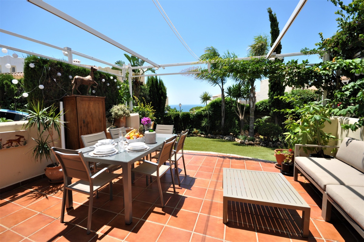 FANTASTIC GROUND FLOOR apartment in Casares coast. With 150m2 of PRIVATE GARDEN with artificial gras,Spain