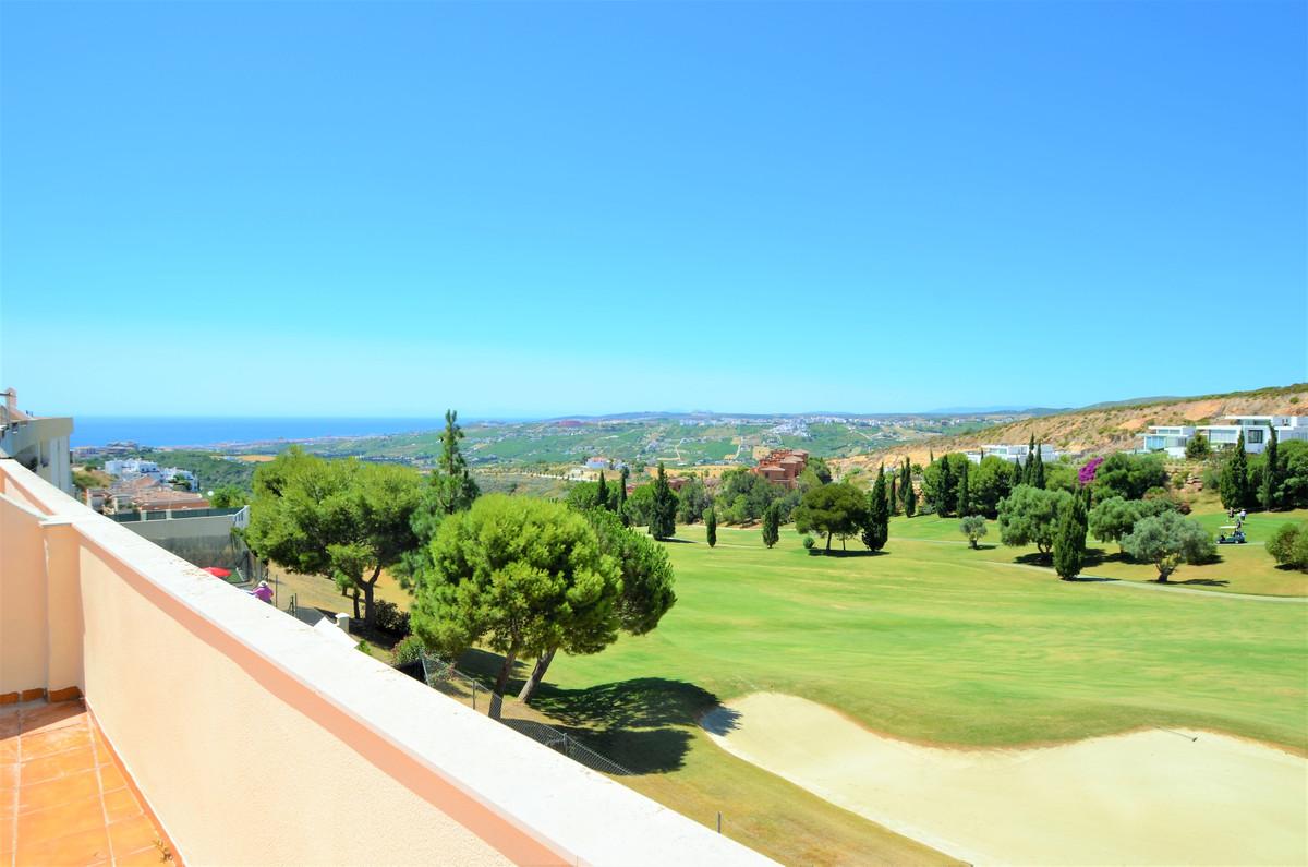 3 Bedroom Middle Floor Apartment For Sale Casares, Costa del Sol - HP3886150