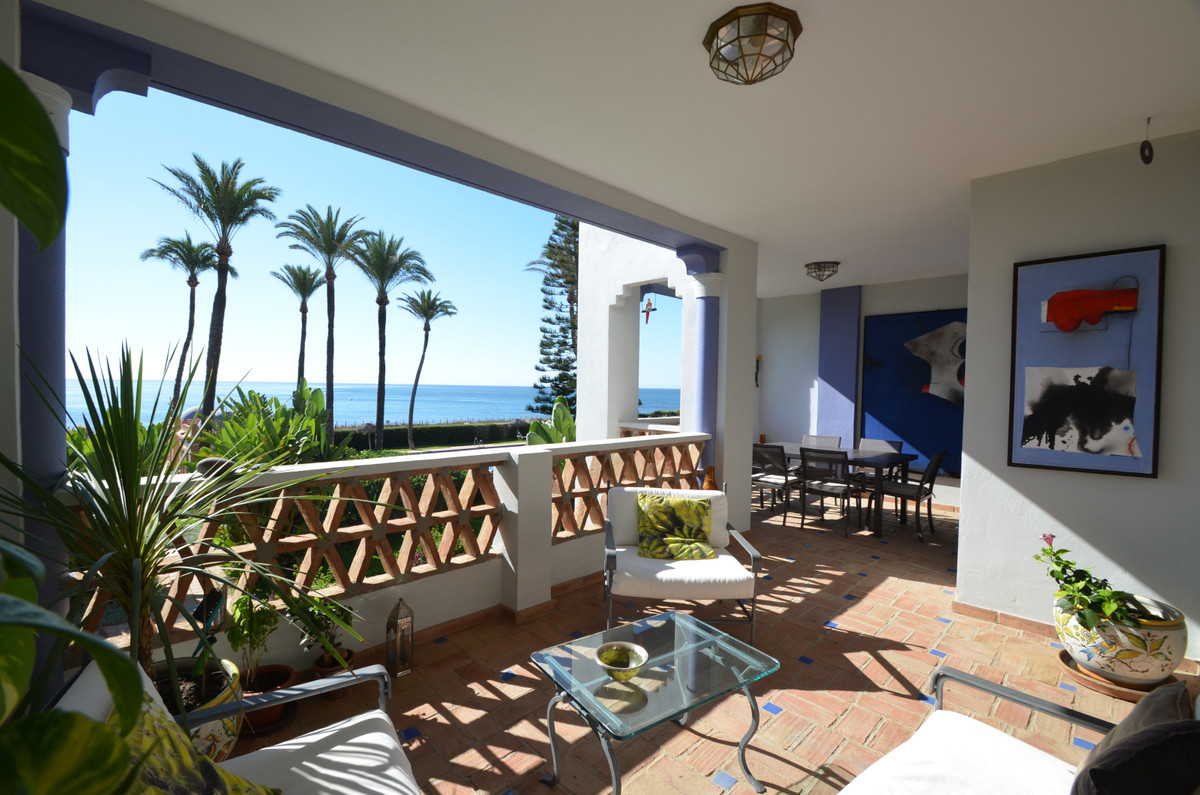Luxury front line beach middle floor apartment. Located mid way between Estepona and the La Duquesa ,Spain