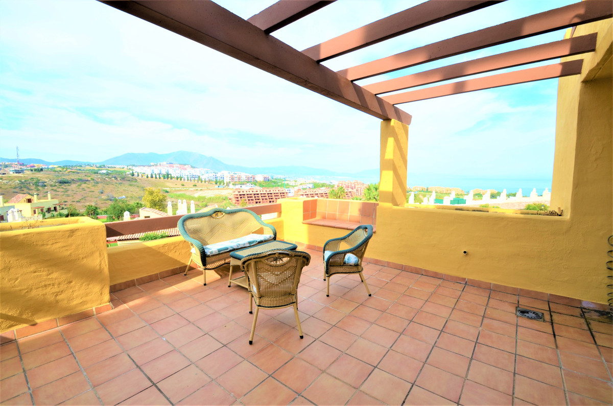 FANTASTIC APARTMENT WITH SEA VIEWS, located in a quiet and well-maintained urbanization just 500m fr,Spain