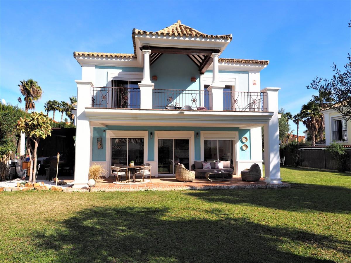 Freistehende Villa in La Duquesa R3597284