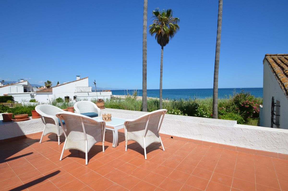 Detached Villa in Estepona R3444667