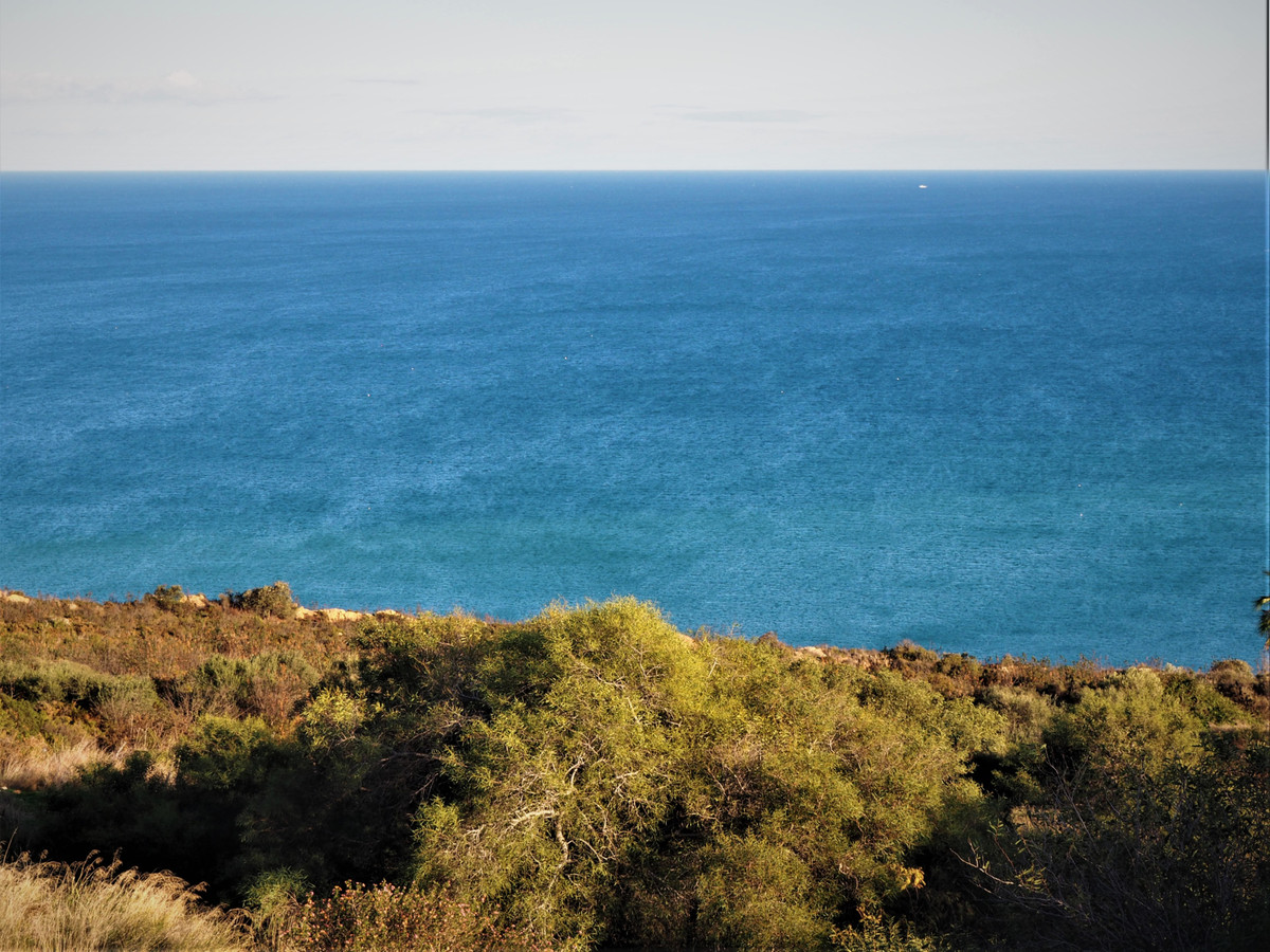 PLOT OF LAND for DETACHED VILLA, with a surface of 1880m2, and a building volume of 33% (620m2), and,Spain