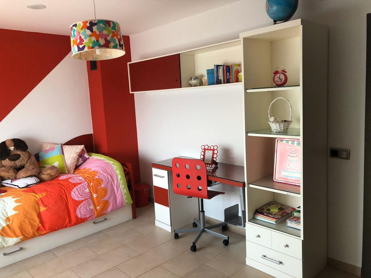 House in Algeciras R3640169 20