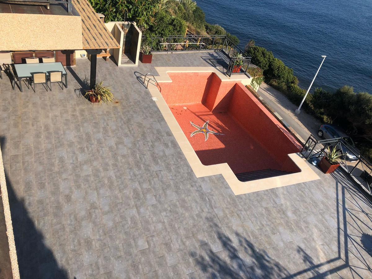 House in Algeciras R3640169 4
