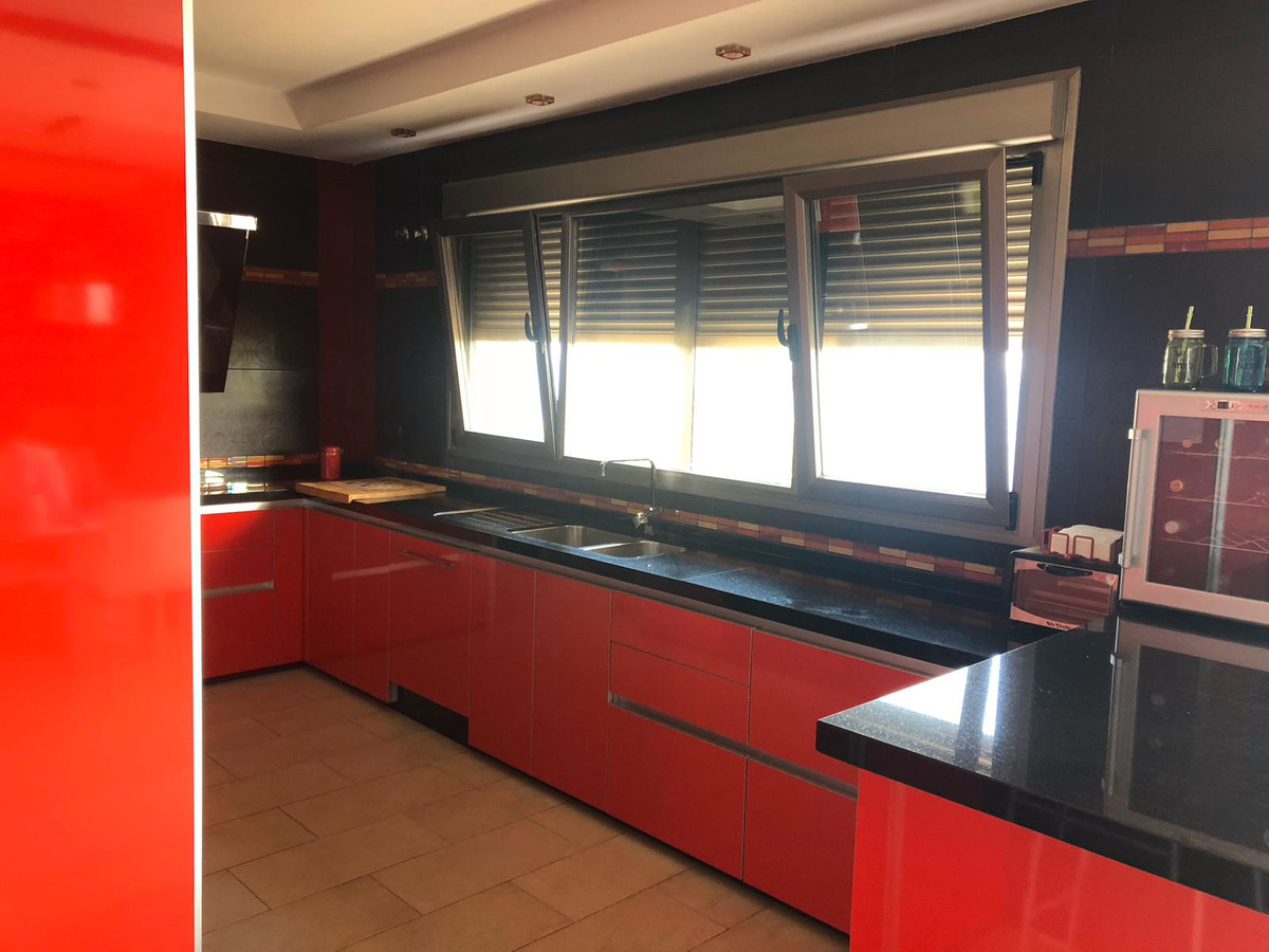 House in Algeciras R3640169 8