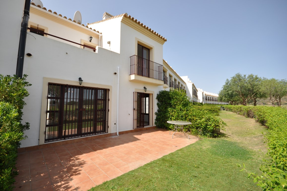 Magnificent  FRONT LINE GOLF, SEMI-DETACHED TOWNHOUSE, On 2 levels, with american kitchen, easy acce,Spain