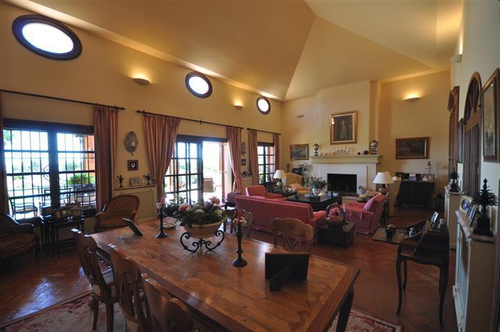 Villa for sale in La Duquesa, Manilva