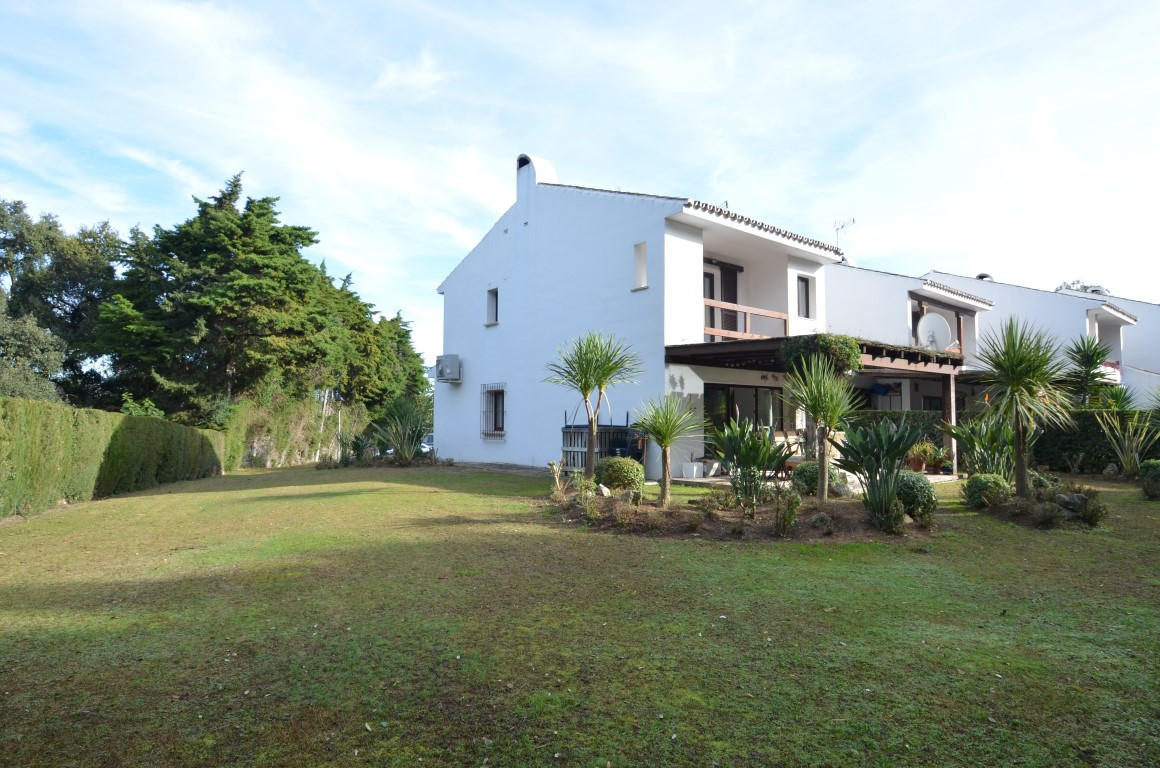 Attractive semi-detached house superbly equipped and recently refurbished using high quality materia,Spain
