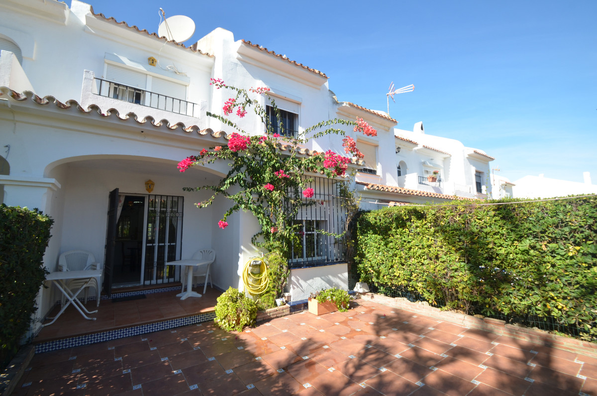 BEAUTIFUL TOWNHOUSE SECOND LINE BEACHCOMPLEX in Aldea Beach with solarium and terrace and lovely vie,Spain