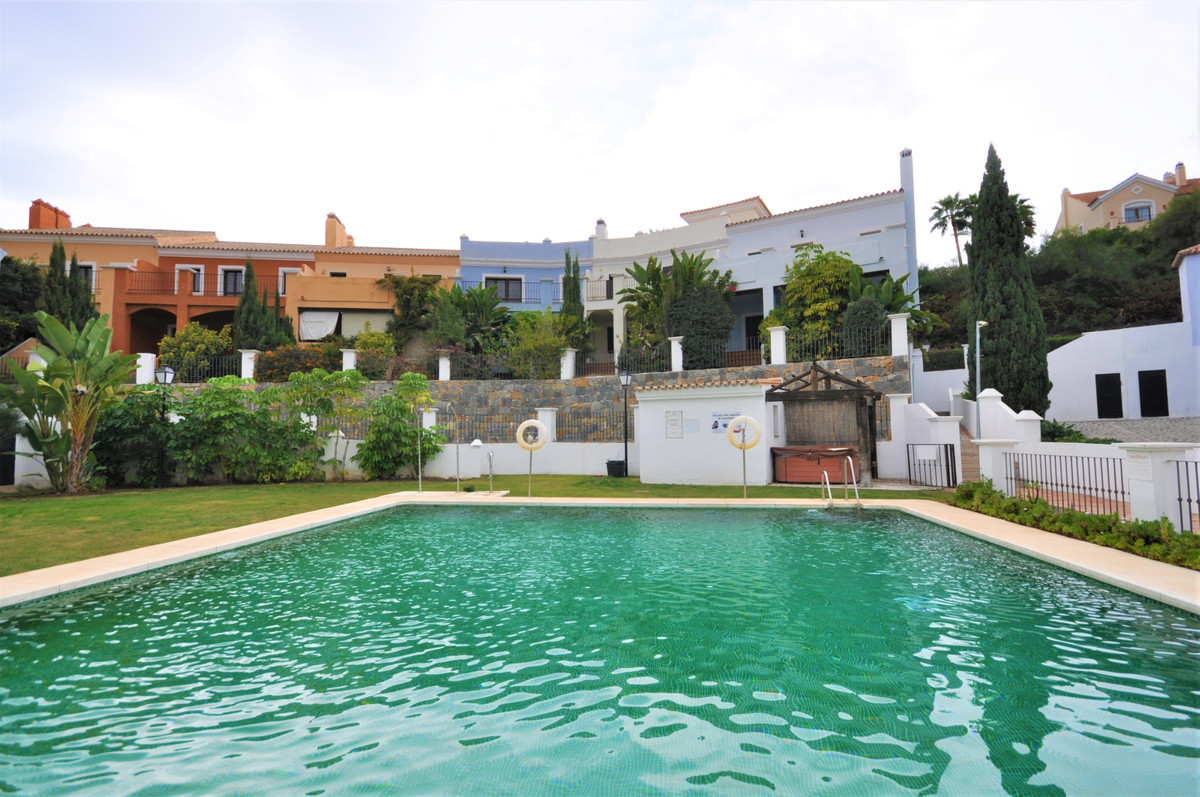 Reihenhaus Stadthaus in El Paraiso R3543112