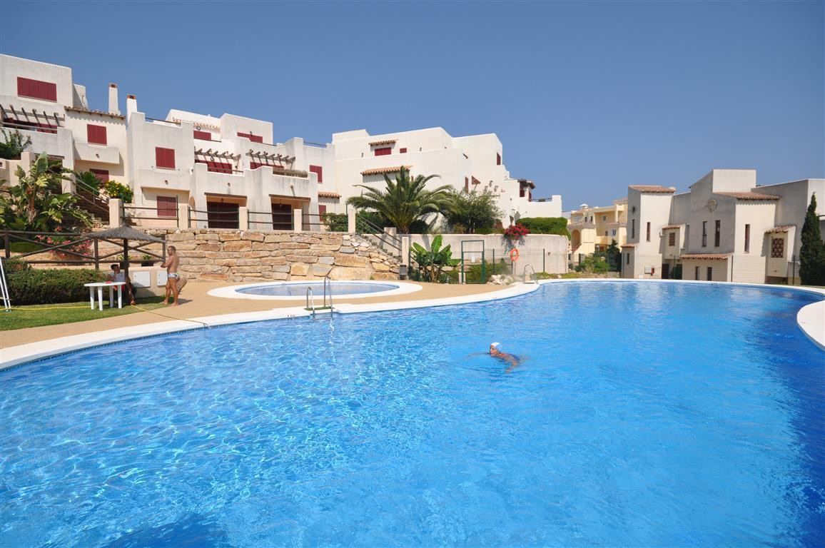 Modern ground floor with impressive terrace, fully fitted kitchen and a bright living room with wood,Spain