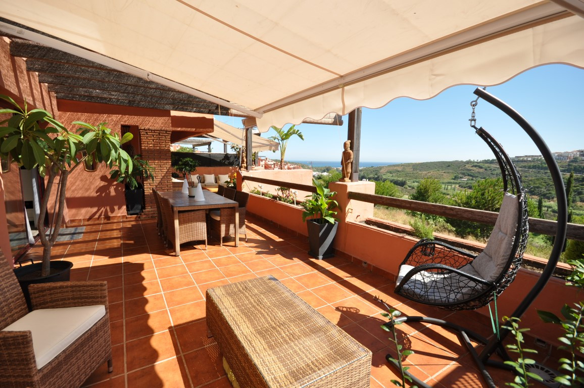 Beautiful 1st floor apartment of high quality in front line golf. On an elevated position, enjoy exc,Spain