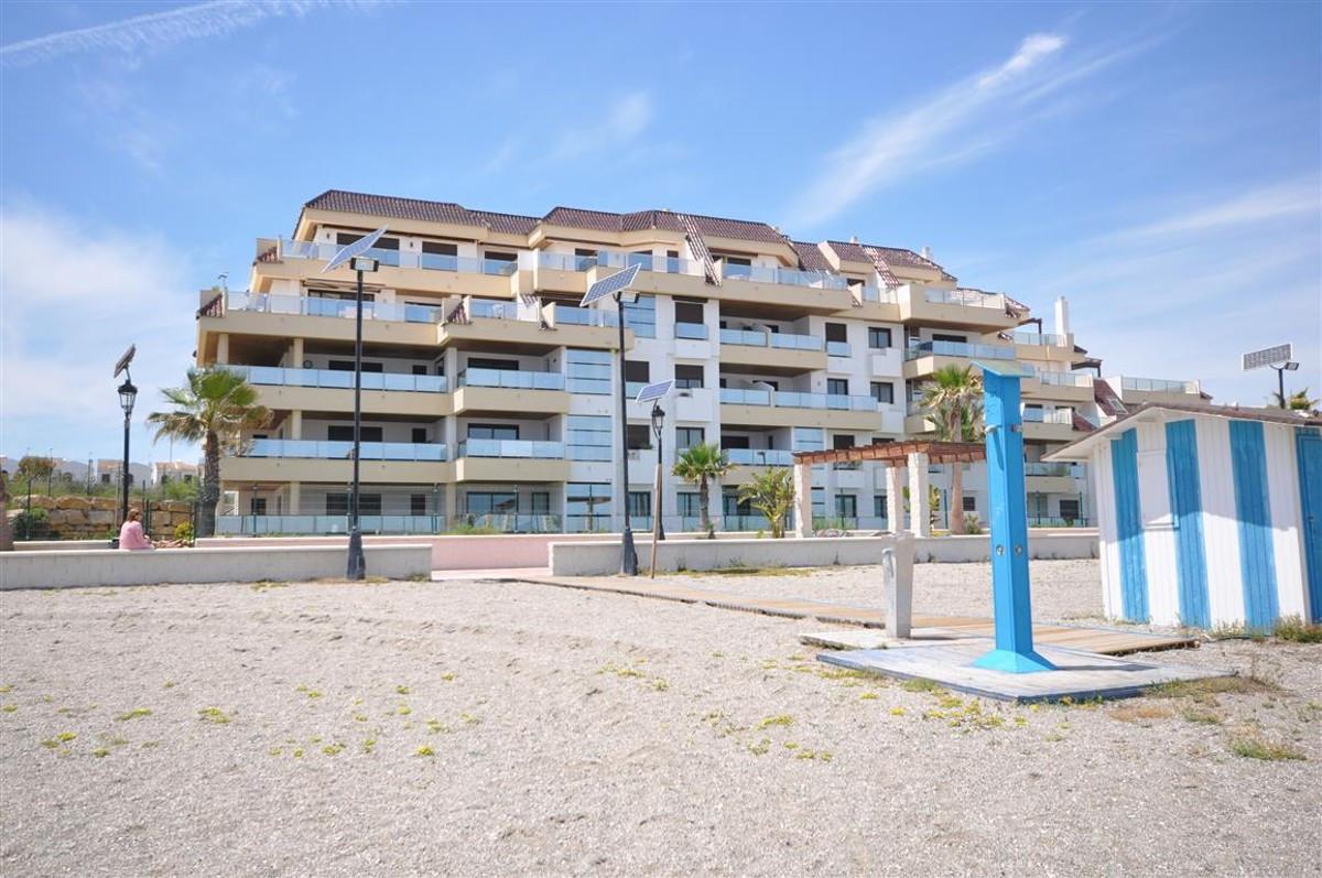 Middle Floor Apartment in La Duquesa R3335542