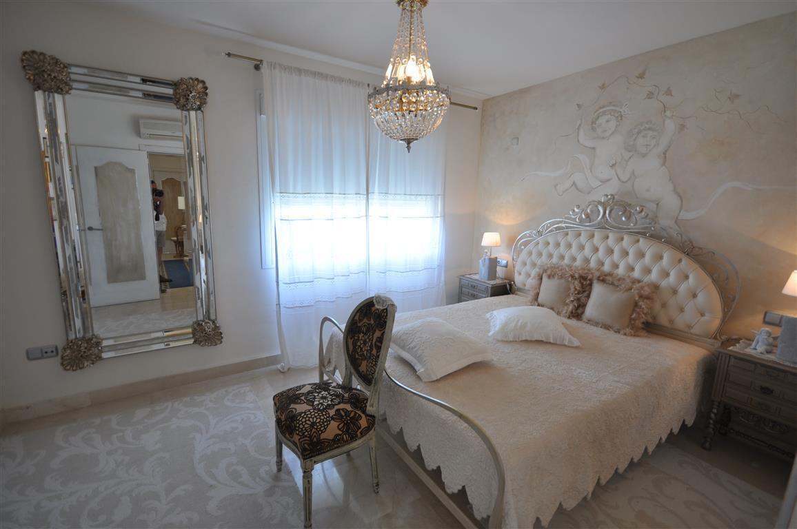 Unifamiliar con 4 Dormitorios en Venta La Duquesa