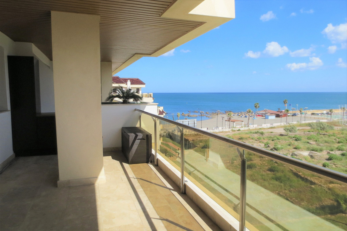 AMAZING DOMOTIC APPARTMENT, INMACULATE CONDITION, IN A FIRST LINE BEACHCOMPLEX WITH BEAUTIFUL VIEWS ,Spain
