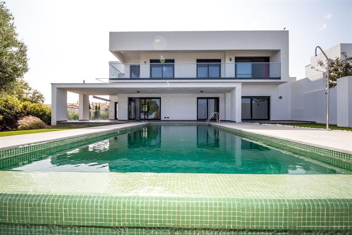 Villa 5 Dormitorios en Venta Manilva
