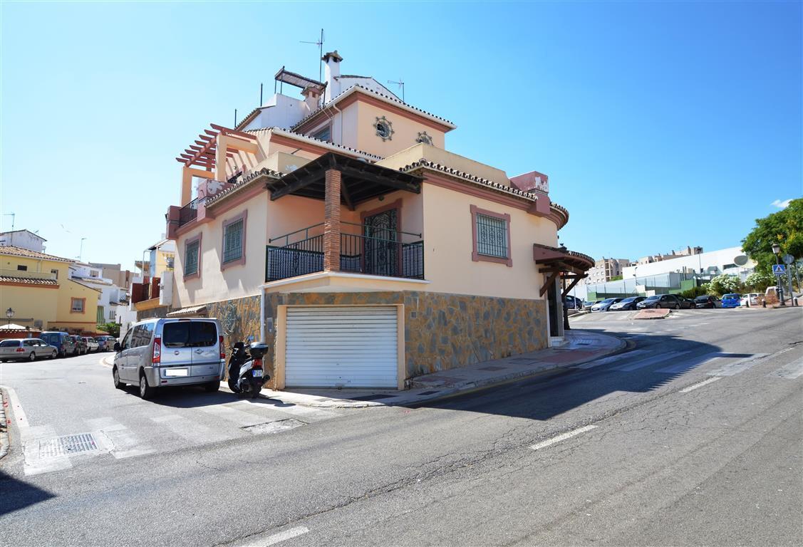 Estepona Semi Detached Villa for Sale
