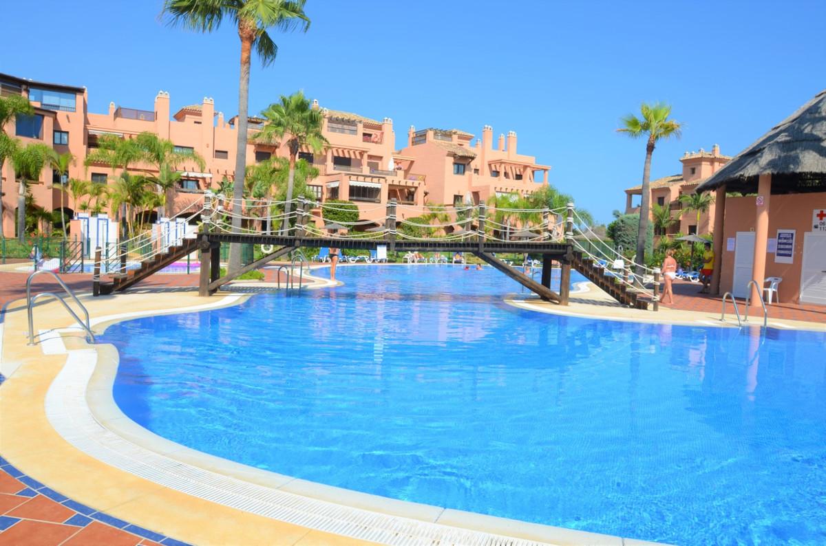 Middle Floor Apartment for sale in Hacienda del Sol R3462124