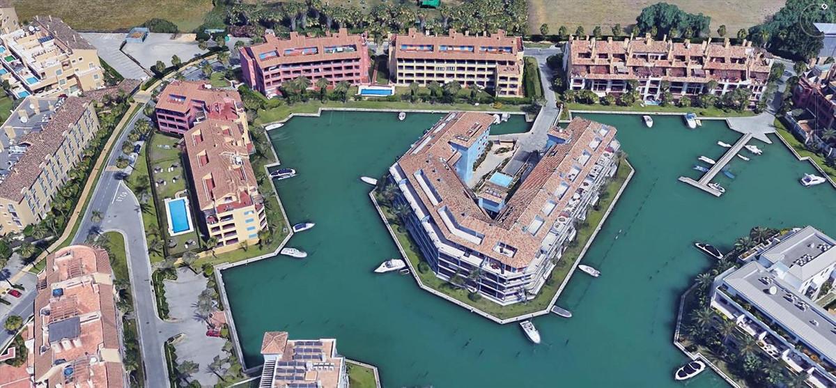 Fantastic ground floor corner apartment located at the beautiful Sotogrande Marina, built and equipe,Spain