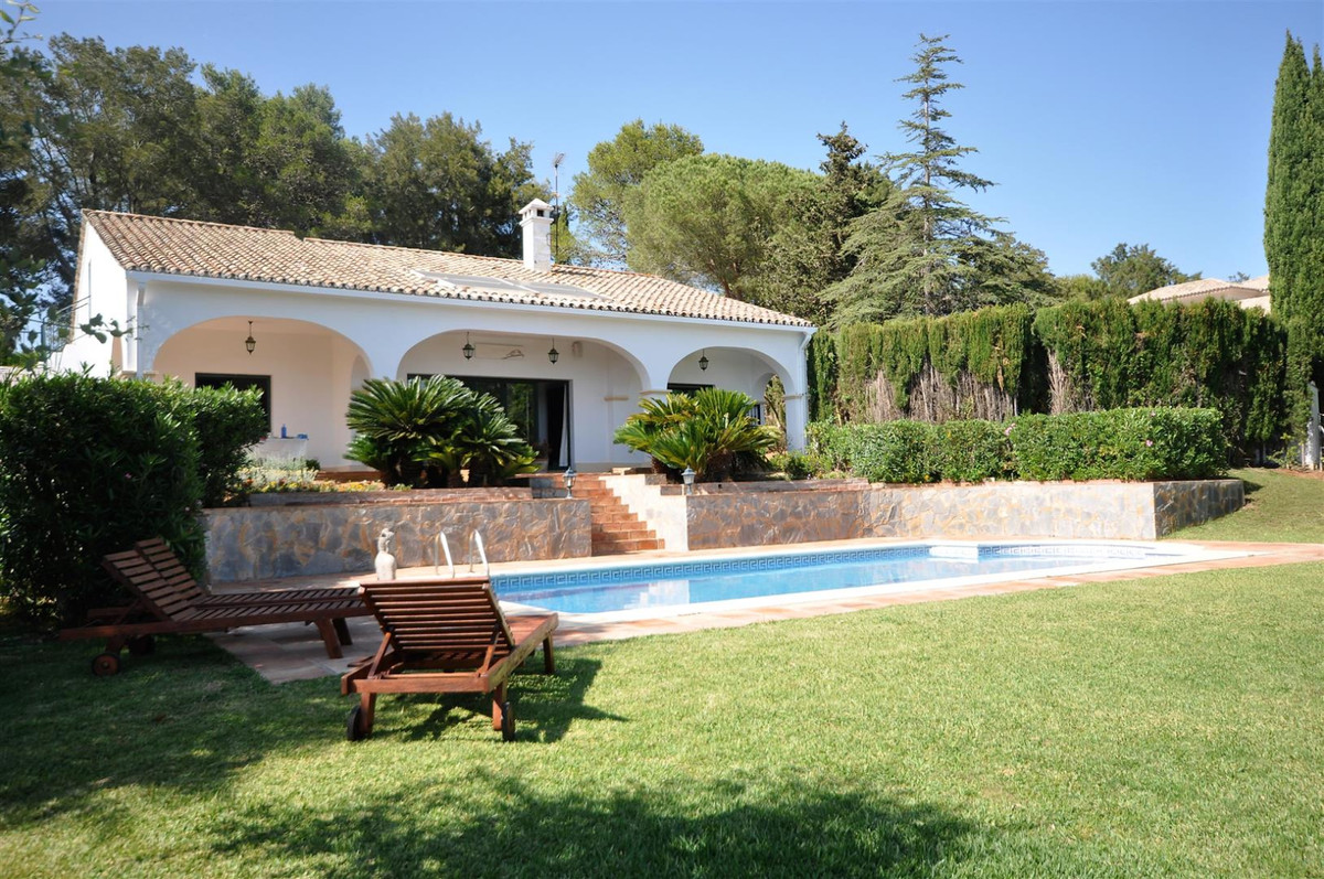 Beautiful villa located in one of the most prestigious urbanizations on the coast; 3 bedrooms, 2 bat,Spain