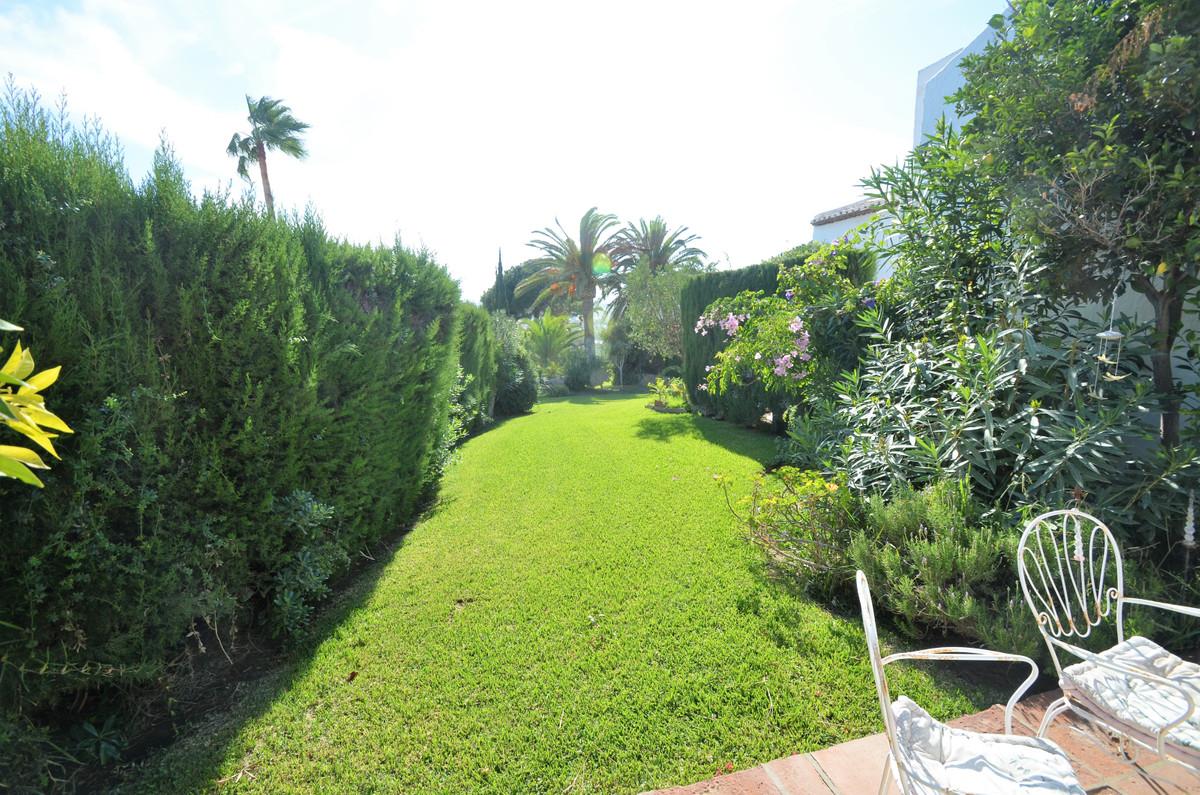 Villa for sale in Casares Playa