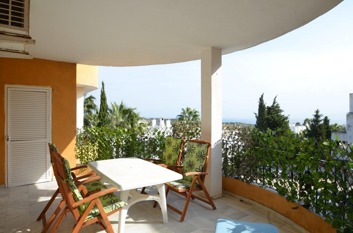 Top Floor Apartment in Estepona R3302878