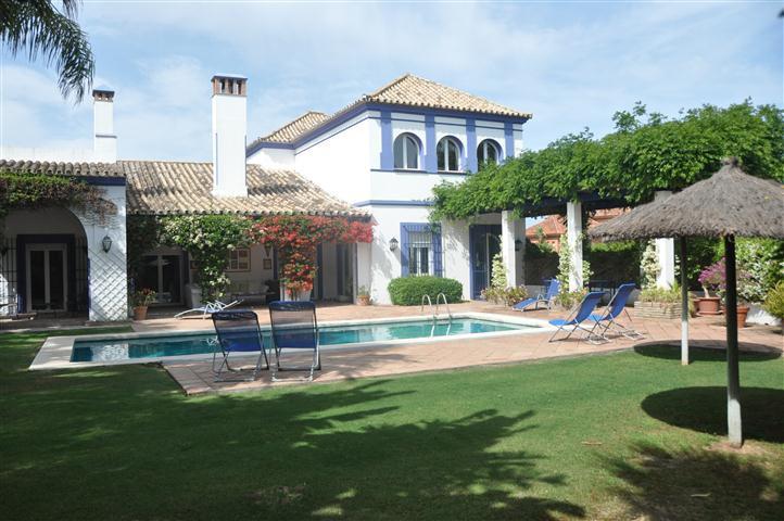 Attractive villa designed by renowned architect, located in a comfortable Sotogrande area just 5 min,Spain