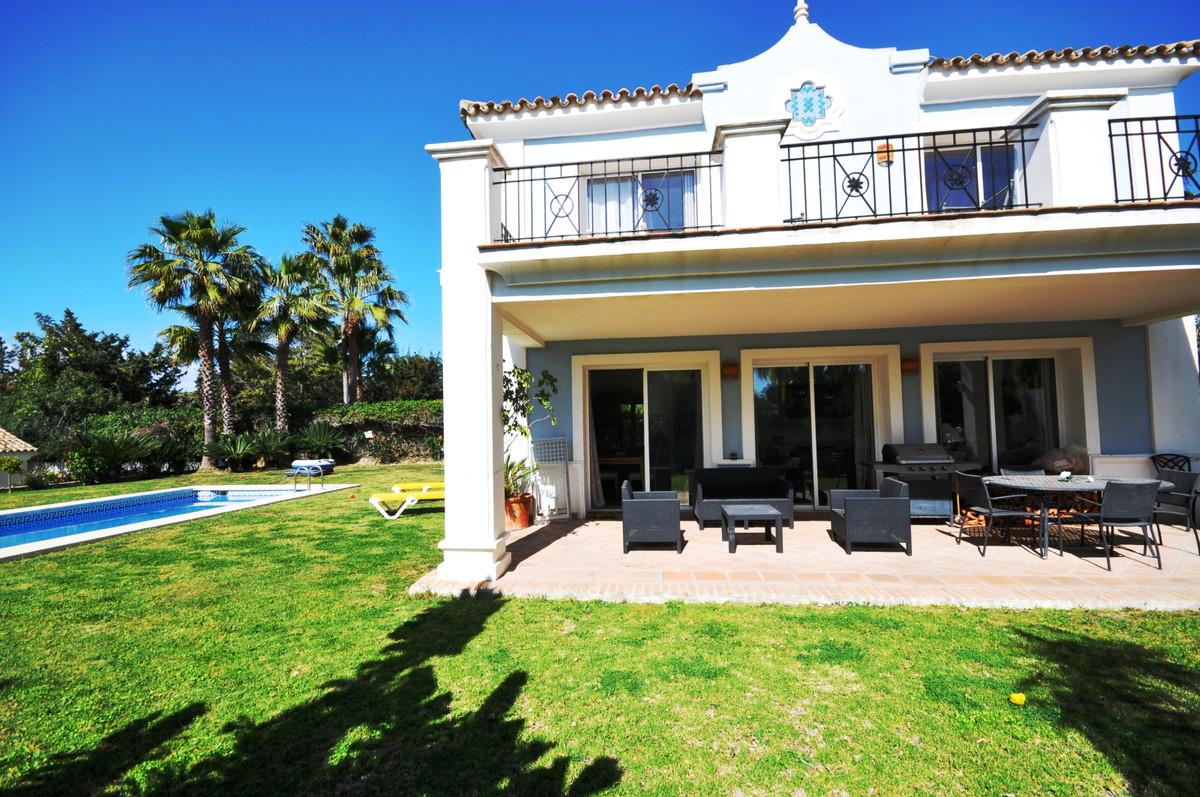 Freistehende Villa in La Duquesa R3382627