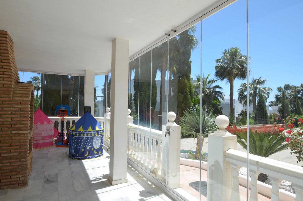 Stueetagelejlighed Til salg i Estepona R3426067