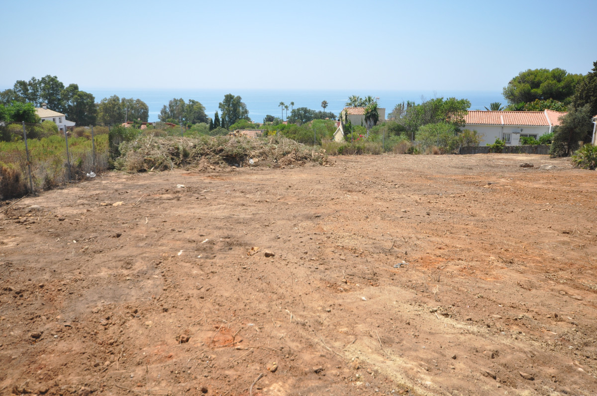 PLOT of LAND with a surface of 1.143m2, with a building volume of 35%.  Optional for it a beautiful ,Spain