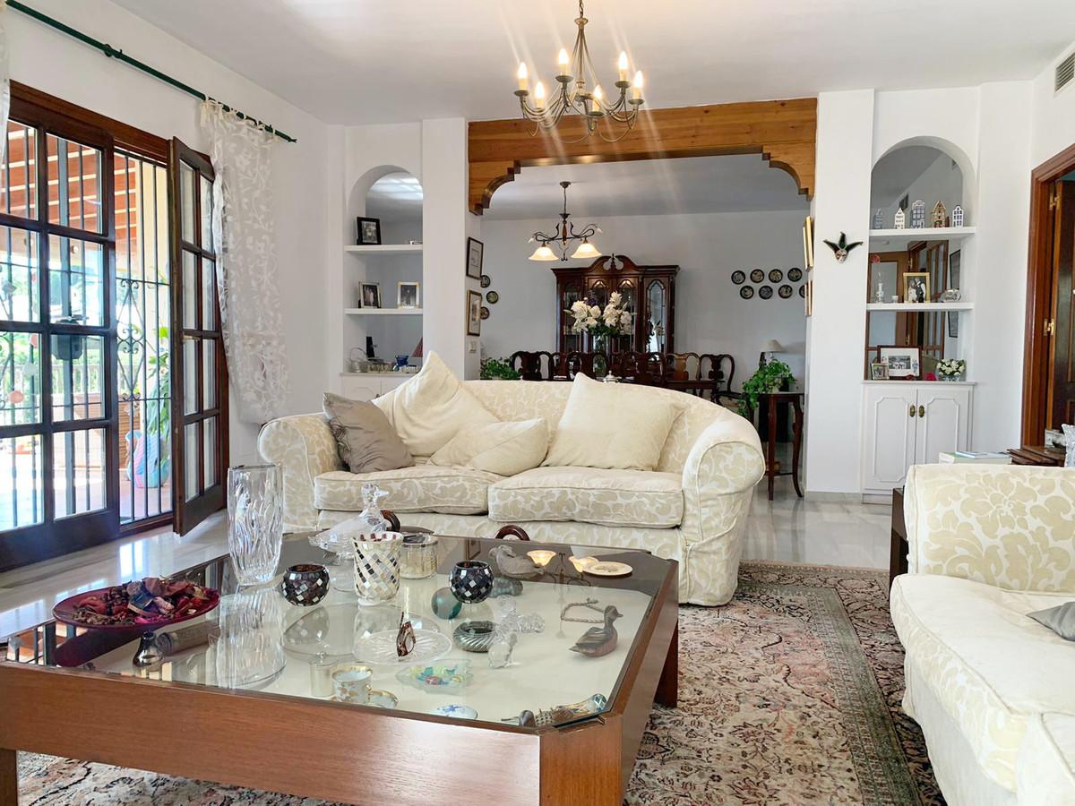 House in Atalaya R3606239 2