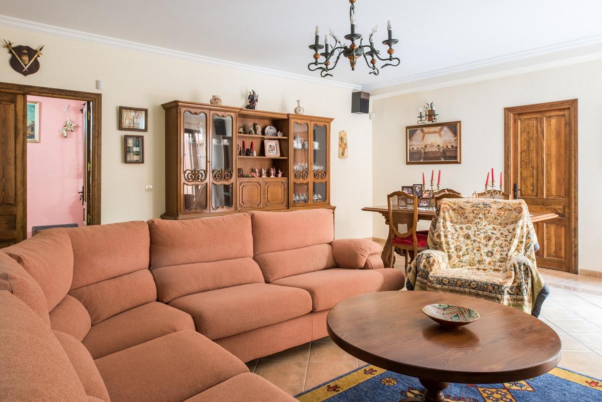 House in Atalaya R3608612 2