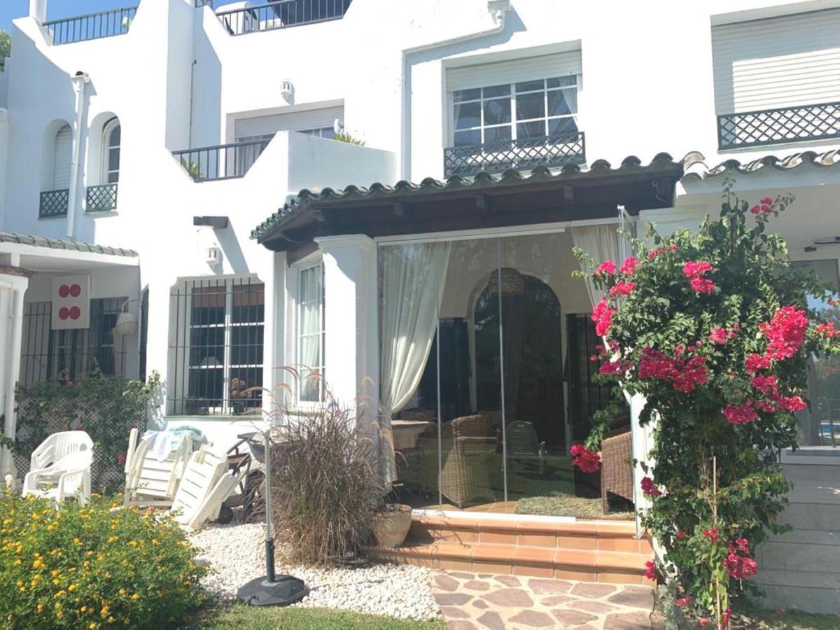 Townhouse, Nueva Andalucia, Costa del Sol. 3 Bedrooms, 2.5 Bathrooms, Built 132 m², Terrace 20 m².  ,Spain
