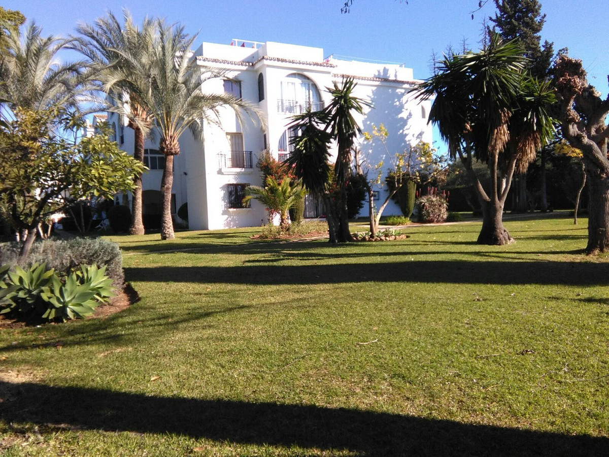 Middle Floor Apartment, El Paraiso, Costa del Sol. 1 Bedroom, 1 Bathroom, Built 40 m², Terrace 10 m²Spain