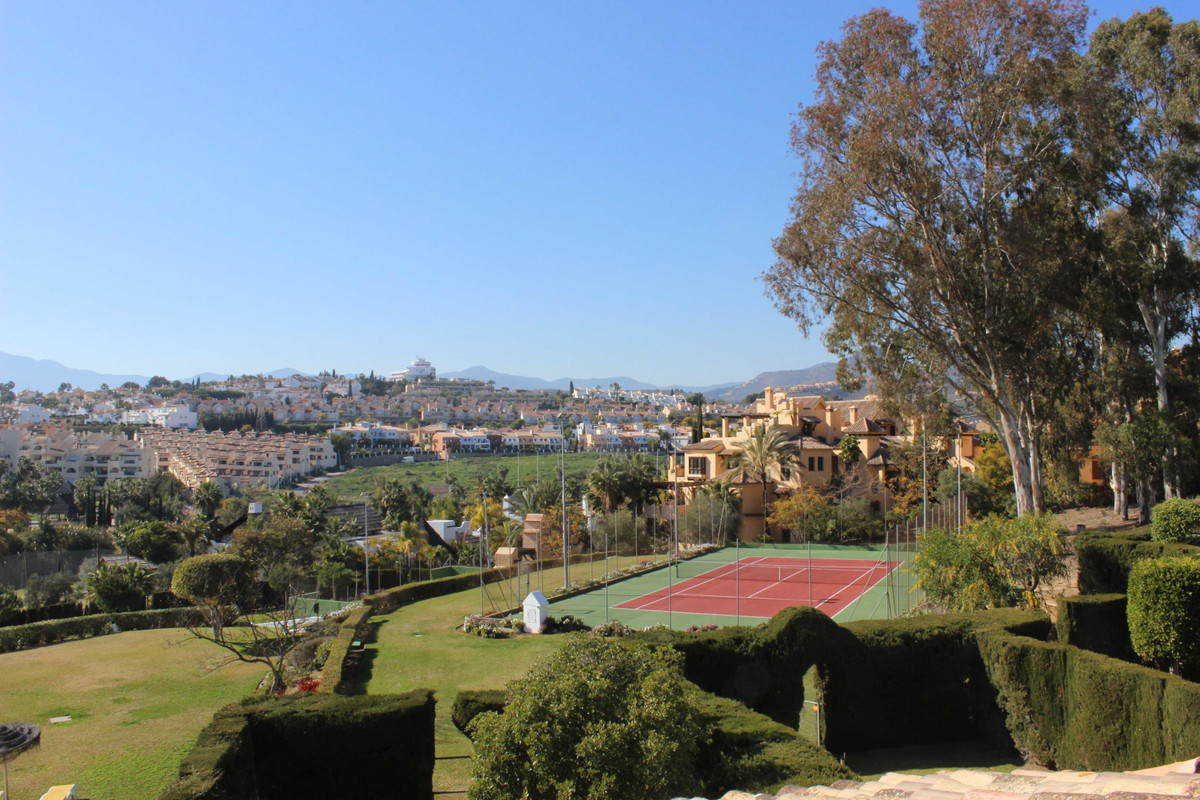 Semi-Detached House, Atalaya, Costa del Sol. 4 Bedrooms, 3.5 Bathrooms, Built 185 m², Terrace 80 m².,Spain