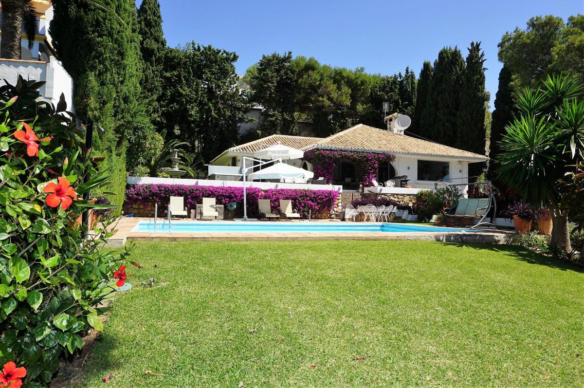 Detached Villa in Málaga R3308644