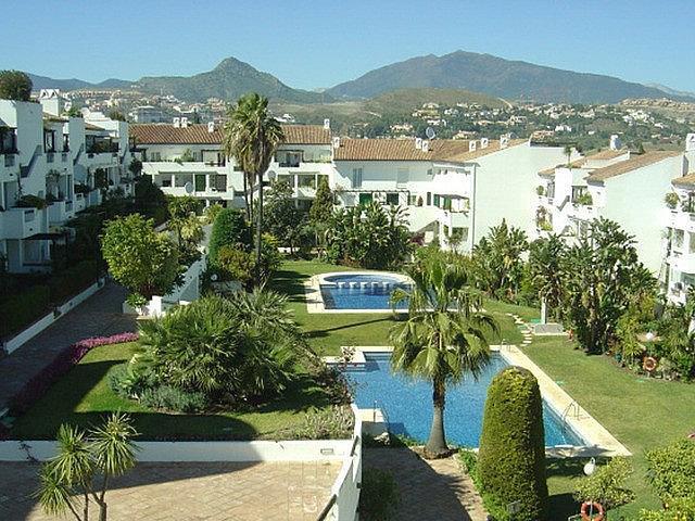 This 2 bed, 2 bath apartment,built 103m2 , 30m2 terrace,   located in Las Jacarandas Urbanization, 2,Spain
