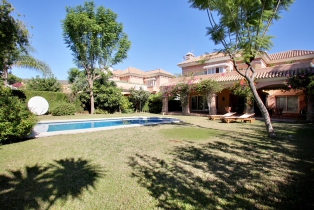 Lovely four bedroom villa in Las Brisas, Nueva Andalucia  close to all amenities, to the golf course,Spain