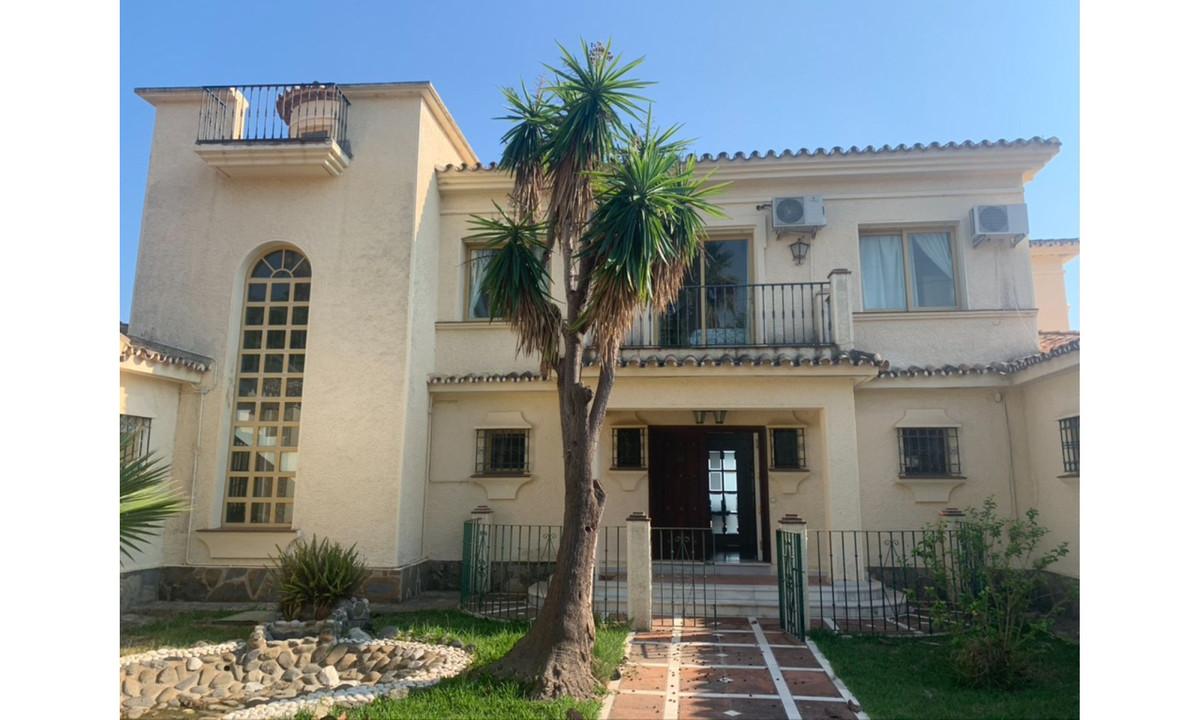 Villa Till salu i El Paraiso R3938851