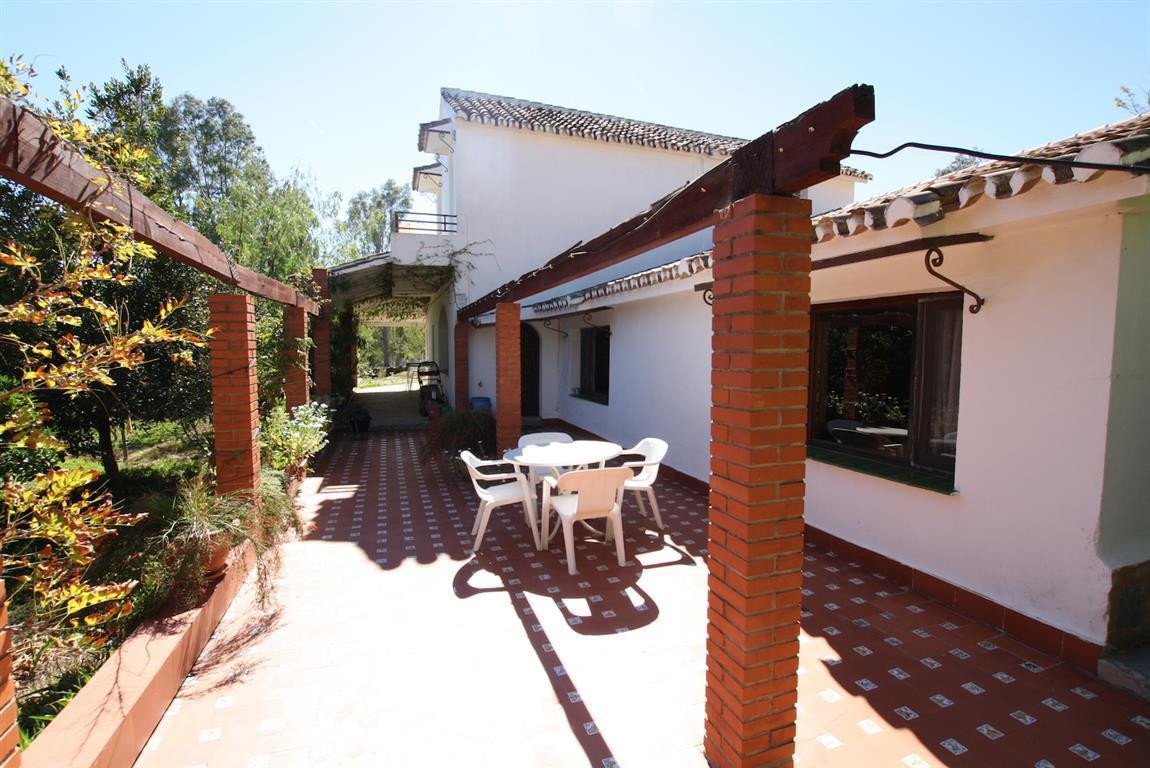 Villa con 7 Dormitorios en Venta La Mairena