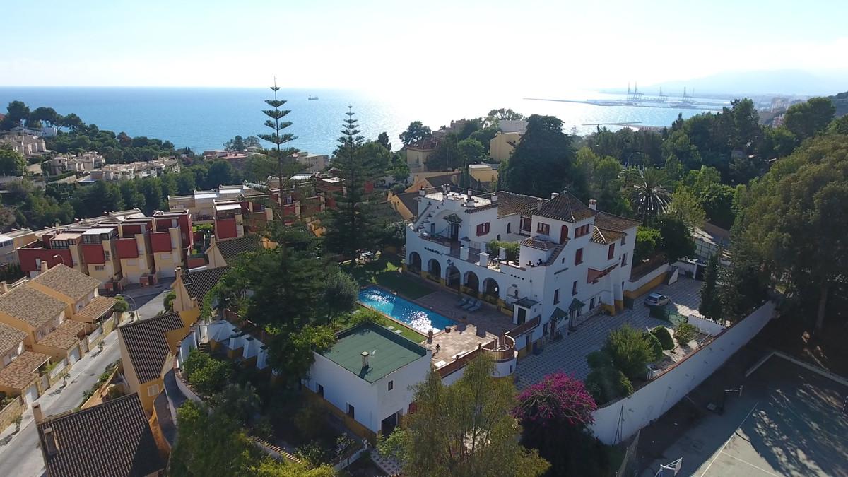 Villa 8 Dormitorios en Venta Málaga