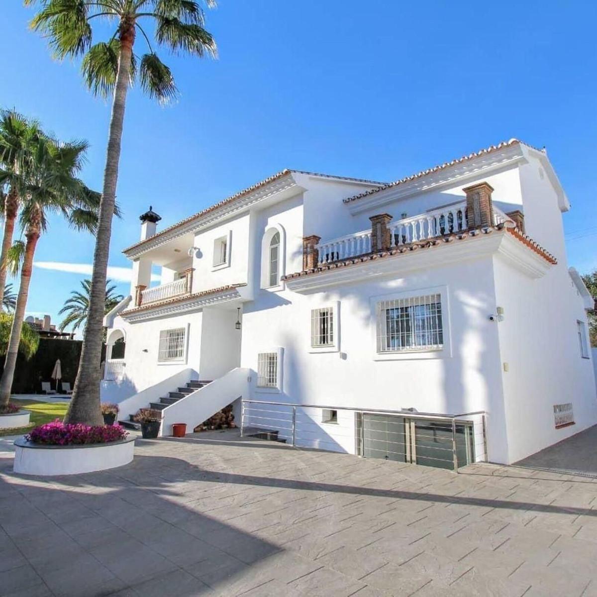 5 bedrooms Villa in Nueva Andalucía