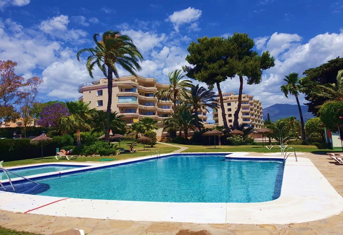 Beautiful and spacious 1 bedroom top floor apartment in Atalaya ApartaGolf Complex at Atalaya Golf C,Spain