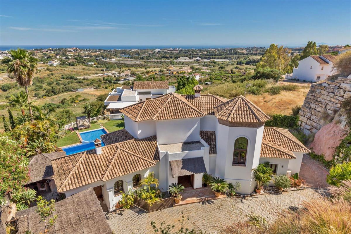 Detached Villa in Benahavís R3360952