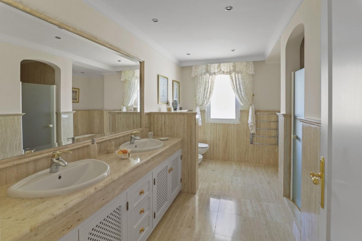 House in Benahavís R3542098 8