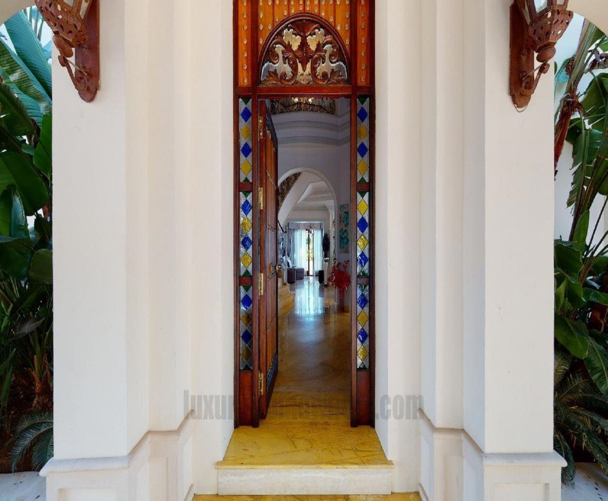 15 Bedroom Villa for sale El Paraiso
