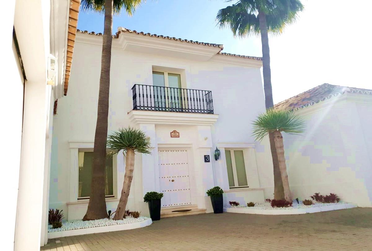 Villa - Detached ( R3518995) 0