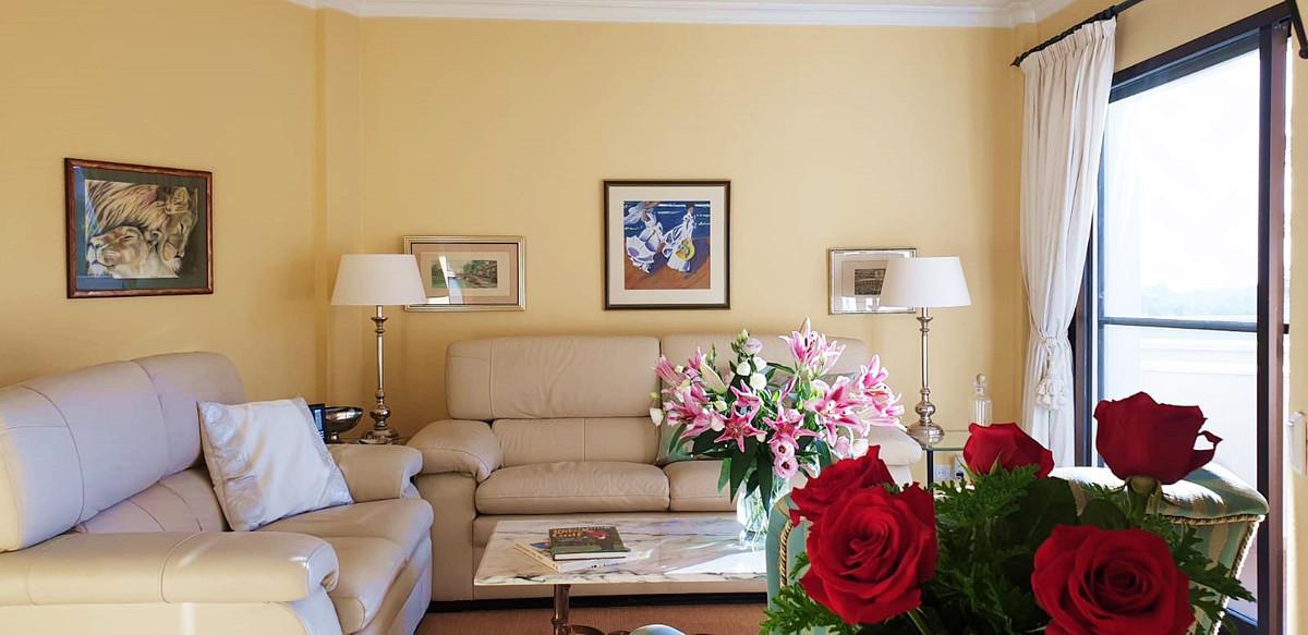 Apartment - Middle Floor ( R3520945) 1