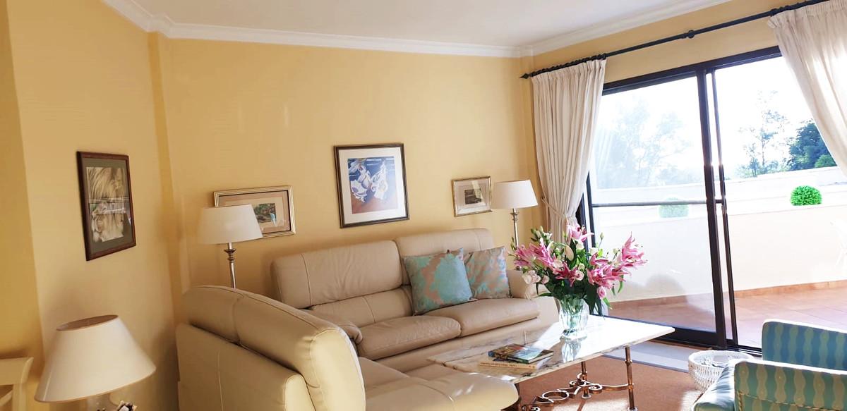 Apartment - Middle Floor ( R3520945) 2
